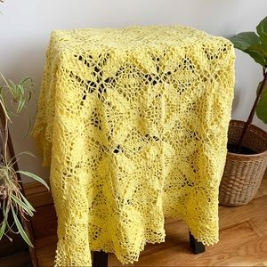 Vtg Hand Made Crochet Tablecloth Lace Yellow